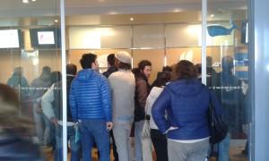 L'attesa dei passeggeri in biglietteria